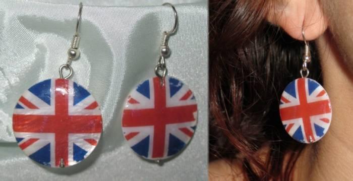 серьги с британским флагом.